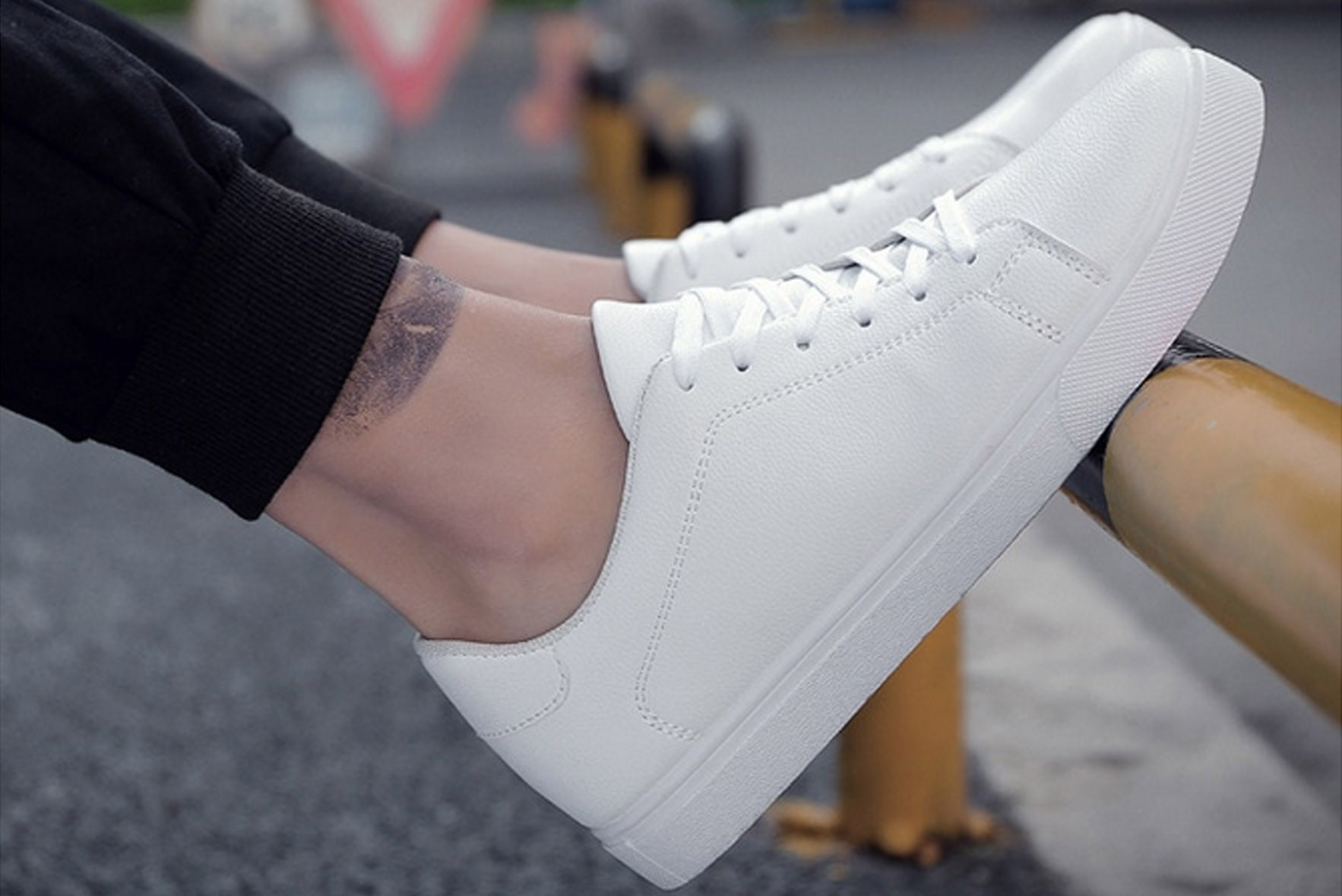 Sable Sneakers White