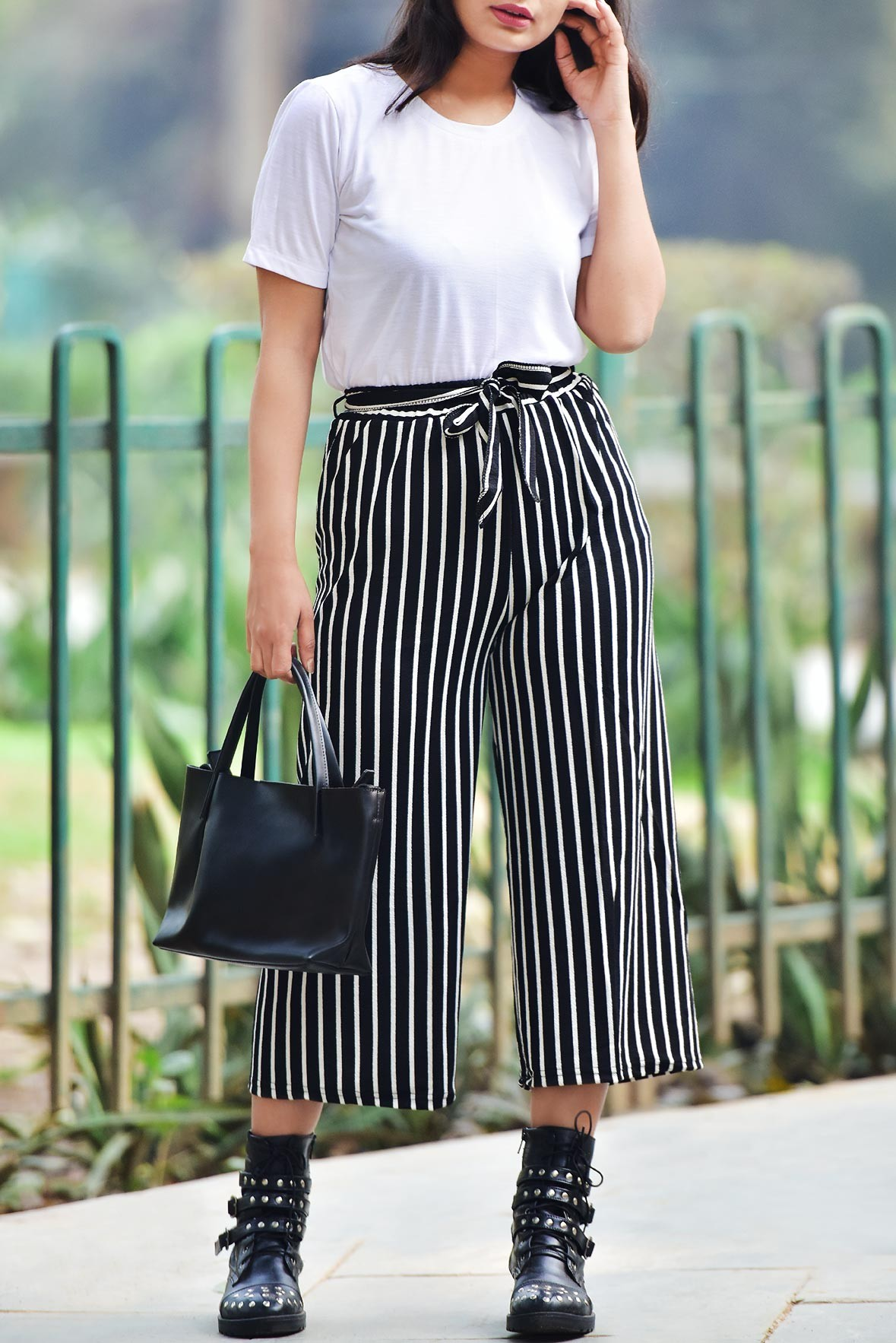 Set: White top with stripeline trouser